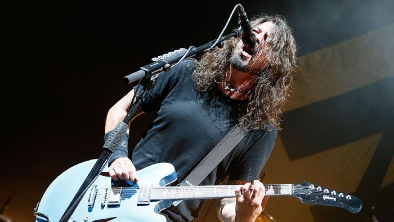 foo fighters release new song 39 soldier 39 off 7 inches for planned parenthood album. Black Bedroom Furniture Sets. Home Design Ideas